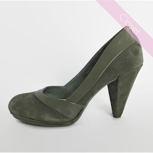 Steve Madden Gray Suede w/Patent Leather Heels